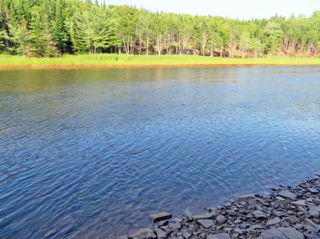 Cape Breton - 18,1 Hektar großes Areal mit wunderschönem Uferlot am River Inhabitants