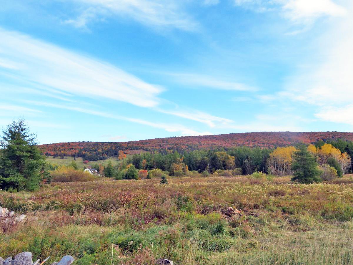 Cape Breton - 9,7 Hektar großes Grundstück in einem weitläufigen Bergtal mit Uferfront am Skye Glen River