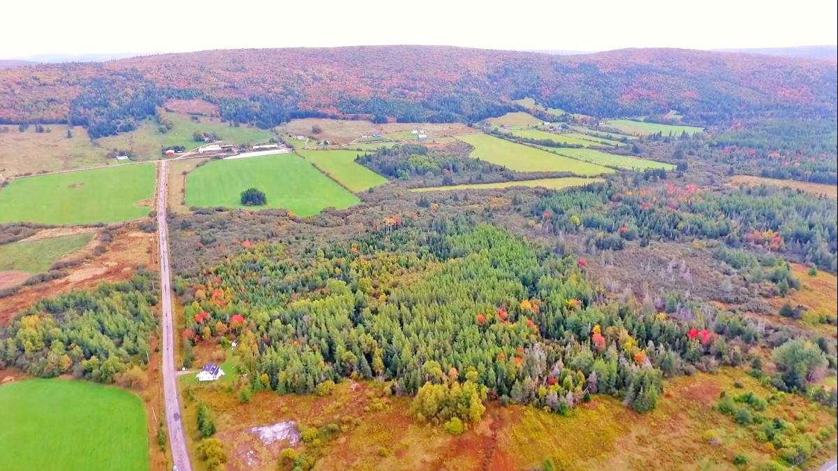 Cape Breton - Grundstück mit 97.124 m² am Lachs- und Forellenfluss in einem wunderschönen, weitläufigen Tal zwischen Whycocomagh und Mabou