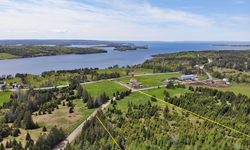 Cape Breton - Bras d`Or Lake, 14 Hektar großes Areal mit See-Zugangsrecht nahe St. Peter´s